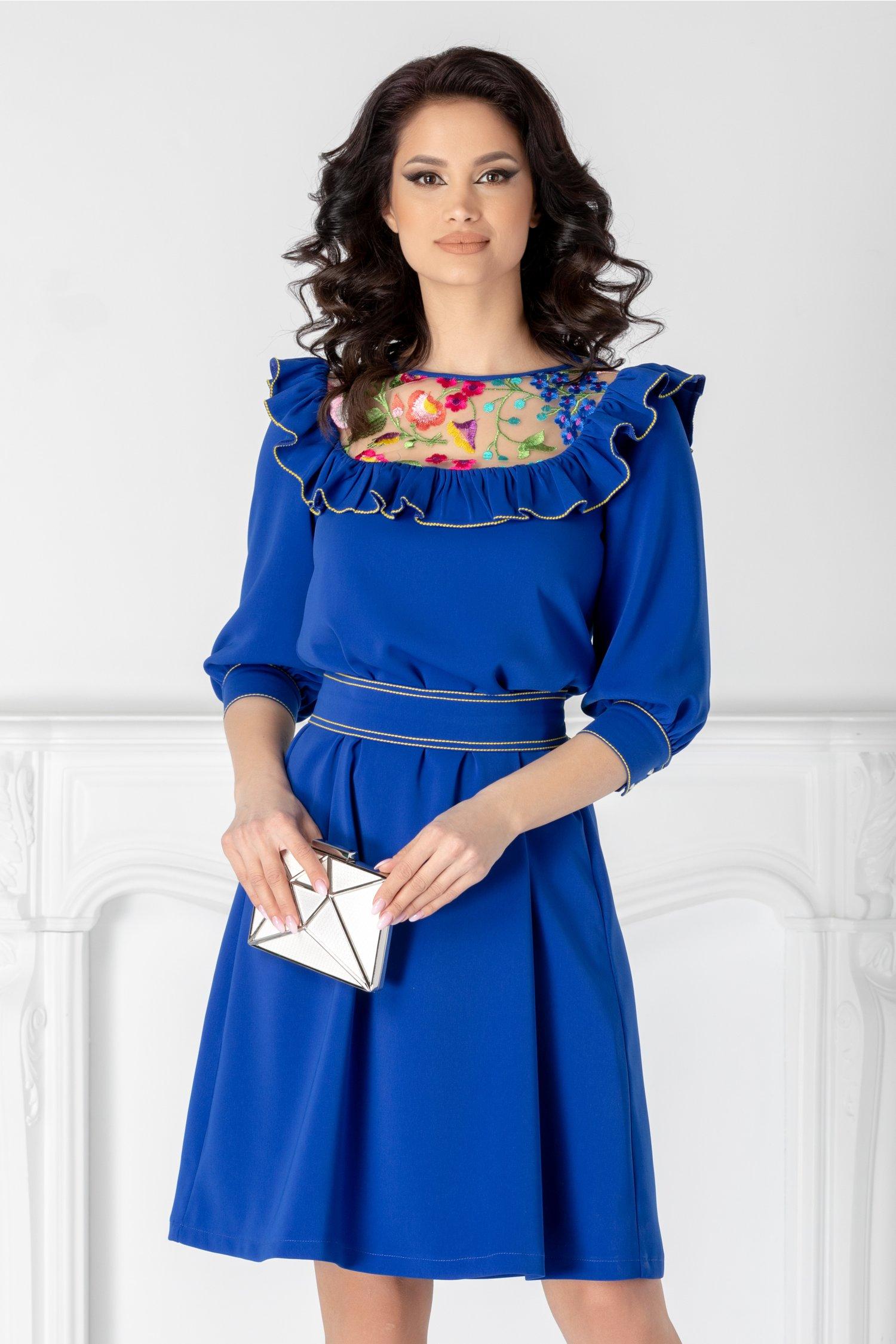 Rochie scurta eleganta albastra de ocazie cu broderie colorata si volane la bust LaDonna cu maneci trei sferturi