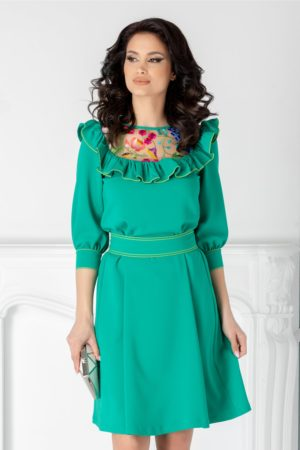 Rochie scurta eleganta verde de ocazie cu broderie colorata si volane la bust LaDonna cu maneci trei sferturi