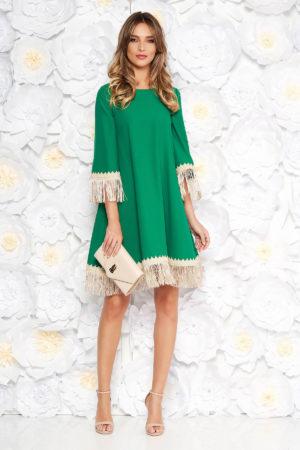 Rochie eleganta verde cu croi larg accesorizata cu franjuri si inchidere cu fermoar la spate LaDonna