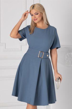 Rochie in clos albastra pentru office cu decolteu rotund si talia marcata cu o catarama supradimensionata Nadine