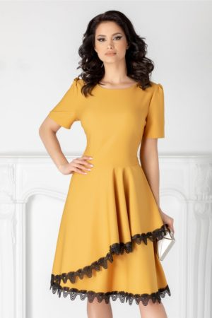 Rochie de ocazie galben mustar eleganta in clos cu decolteu rotud si insertii de dantela la tiv Penelope