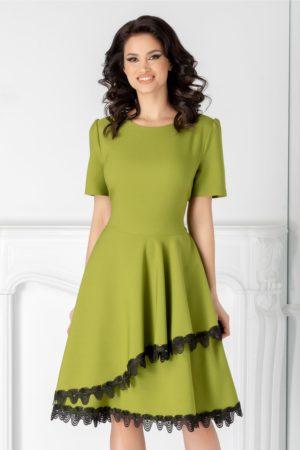 Rochie de ocazie verde deschis eleganta in clos cu decolteu rotud si insertii de dantela la tiv Penelope