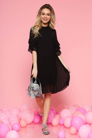 Rochie feminina neagra cu croi larg casual realizata din voal plisat cu maneci trei-sferturi SunShine