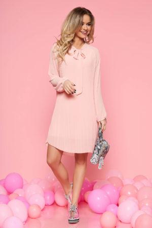 Rochie de ocazie roz piersica din voal plisat cu guler tip esarfa si maneci lungi SunShine