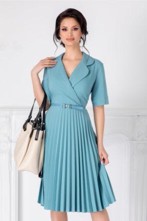 Rochie midi bleu eleganta cu fusta plisata si decolteu petrecut Tanya accesorizata cu curea discreta