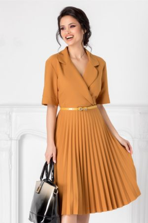 Rochie midi galben mustar eleganta cu fusta plisata si decolteu petrecut Tanya accesorizata cu curea discreta