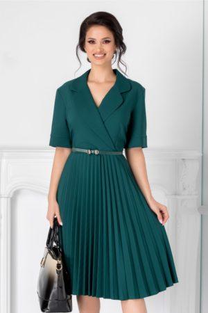 Rochie midi verde inchis eleganta cu fusta plisata si decolteu petrecut Tanya accesorizata cu curea discreta