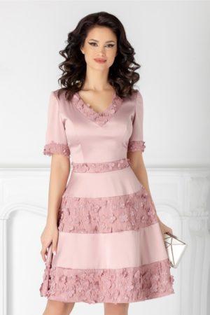 Rochie scurta baby doll de seara roz pudra cu dantela si flori 3D Tiffany cu decolteu in V si maneci scurte
