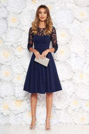Rochie de seara bleumarin cu bust buretat cu insertie din dantela cu paiete si maneci trei-sferturi