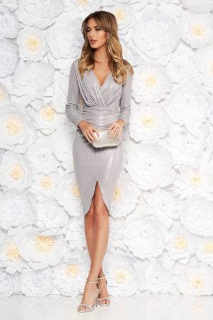 Rochie de seara argintie cu aspect metalic si decolteu in v prevazuta cu o crapatura pe picior