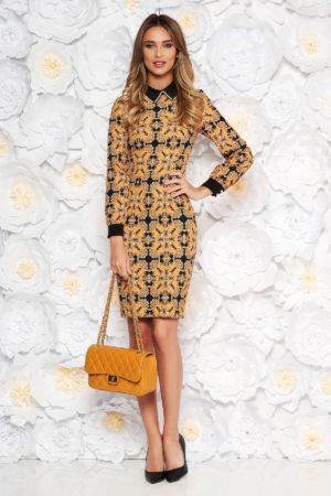 Rochie office galben mustar eleganta midi realizata din stofa cu imprimeu grafic  si maneci lungi