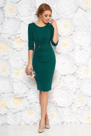 Rochie midi de nunta verde-inchis tip creion accesorizata cu brosa si inchidere cu fermoar la spate