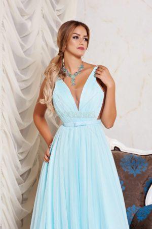 Rochie lunga albastra-deschis de lux realizata din tul cu croiala stil printesa si decolteu in v Ana Radu