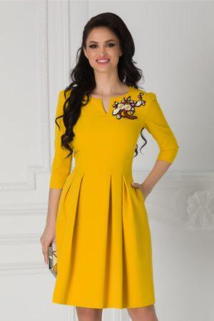 Rochie eleganta in clos midi Angela galben mustar cu broderie colorata florala la umar si maneci trei sferturi
