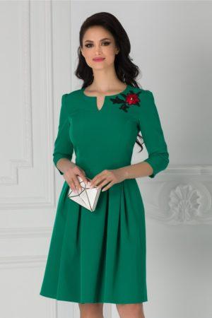 Rochie eleganta in clos midi Angela verde cu broderie colorata florala la umar si maneci trei sferturi