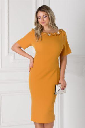 Rochie de ocazie galben mustar midi eleganta accesorizata cu aplicatii la decolteu si fundita la spate Ariadna