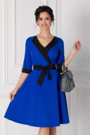 Rochie office albastra de zi cu croiala in clos prevazuta cu rever, maneci trei sferturi si cordon negru in talie Cansi