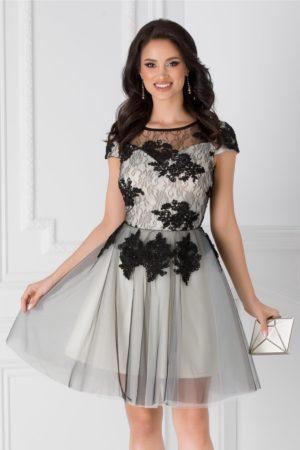 Rochie de botez gri eleganta cu fusta in clos si bust cu dantela si broderie florala Loreta