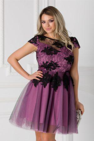 Rochie de botez lila eleganta cu fusta in clos si bust cu dantela si broderie florala Loreta