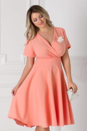 Rochie in clos de ocazie roz piersica eleganta cu decolteu adanc in V petrecut accesorizata cu perlute Matilda