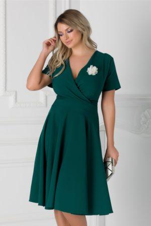Rochie in clos de ocazie verde inchis eleganta cu decolteu adanc in V petrecut accesorizata cu perlute Matilda