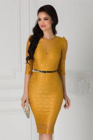 Rochie de seara din dantela galben mustar cu croiala midi mulata accesorizata cu o curea subtire in talie Moze