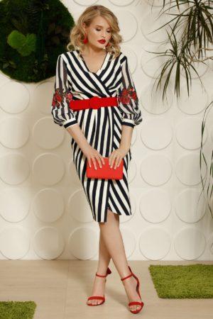 Rochie de ocazie tip creion cu dungi verticale albe si bleumarin prevazuta cu accente discrete de rosu intens PrettyGirl