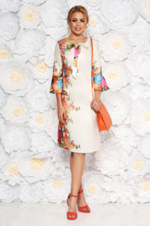 Rochie midi eleganta alba cu imprimeuri florale realizata din material satinat cu maneci trei sferturi