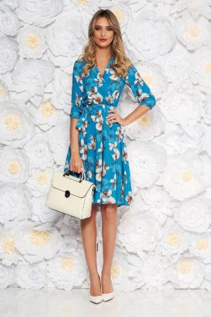 Rochie de ocazie albastra cu imprimeu floral de primavara StarShinerS intr-o croiala vaporoasa in clos