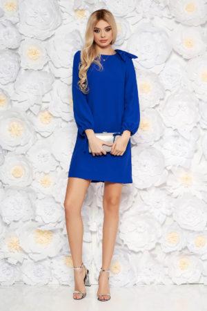 Rochie scurta albastra de seara eleganta cu croi larg cu maneci lungi vaporoase accesorizata cu o fundita stilata