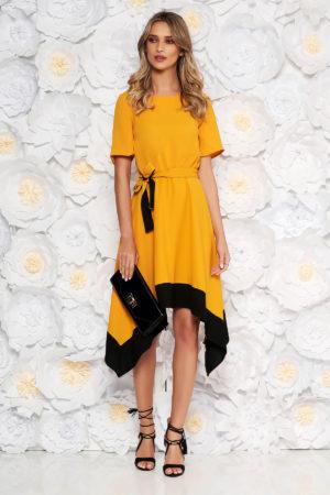 Rochie eleganta galben mustar asimetrica de ocazie cu maneca scurta si cordon discret in talie