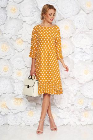 Rochie de zi galben mustar cu buline albe mici intr-o croiala larga cu maneci stil clopot