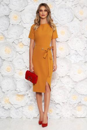 Rochie midi galben mustar mulata pe corp cu maneci trei sferturi largi accesorizata cu cordon in talie pentru office sau ocazie
