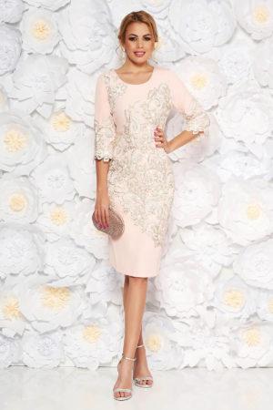 Rochie midi roz de ocazie cu insertii de dantela florala delicata pentru tinute elegante