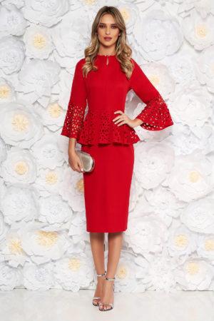 Rochie midi rosie pana sub genunchi de ocazie cu peplum in talie si decupaje inedite in material