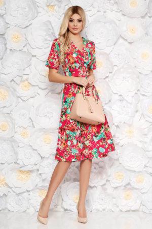 Rochie midi vaporoasa in clos rosie cu imprimeu floral de zi prevazuta cu decolteu in v si maneci scurte