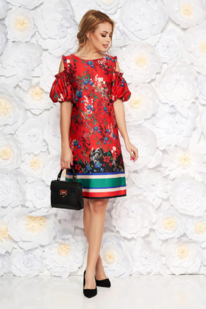 Rochie eleganta rosie din material satinat cu umeri decupati si un print floral proaspat