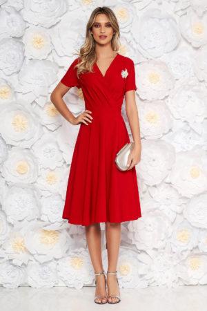 Rochie de ocazie rosie eleganta cu croiala in clos realizata din stofa fluida si fina la atingere