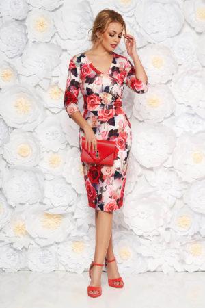 Rochie midi eleganta pana la genunchi rosie cu imprimeuri florale colorate si maneci trei sferturi