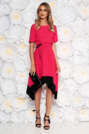 Rochie eleganta roz fucsia asimetrica de ocazie cu maneca scurta si cordon discret in talie
