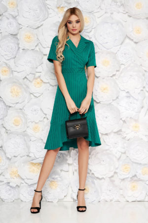 Rochie de zi verde eleganta in clos cu maneci scurte accesorizata cu volanase
