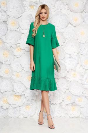 Rochie midi verde eleganta pana sub genunchi cu croiala dreapta si larga accesorizata cu volanase