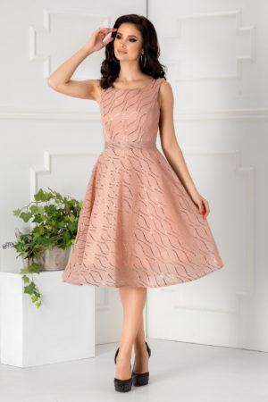 Rochie baby doll roz de ocazie foarte eleganta si moderna prevazuta cu un bust buretat Aliss