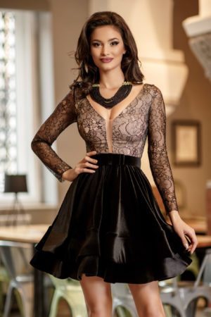 Rochie de seara neagra scurta eleganta cu dantela si insertii delicate de catifea Bella
