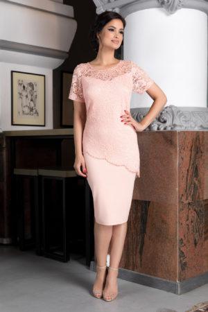 Rochie de ocazie roz piersica pentru femei plinute accesorizata cu dantela si strass-uri Kristen