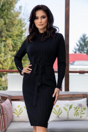 Rochie neagra de zi office din material tricotat fin accesorizata cu perlute la manecile lungi Raysa