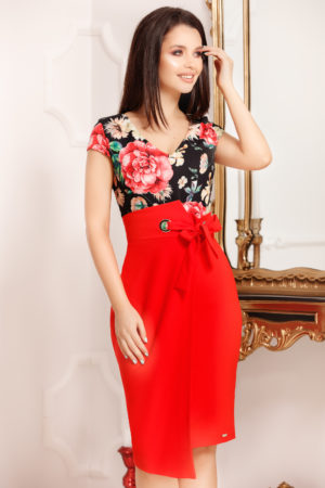 Rochie midi rosie de vara cu imprimeu floral si o fundita decorativa in talie Evea