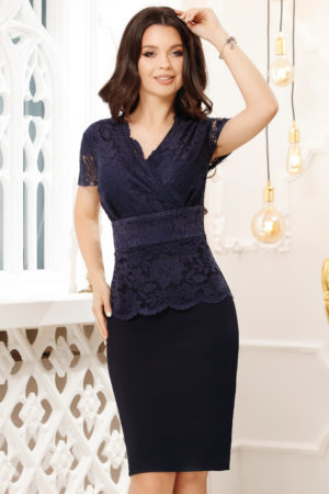 Rochie de ocazie bleumarin pentru femei plinute Fatima accesorizata cu bust de dantela
