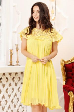Rochie galbena eleganta de nunta cu croiala larga in pliuri decorata cu perlute si dantela Lidia