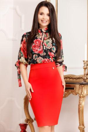 Rochie midi rosie cu imprimeu floral negru accesorizata cu o fundita Medea